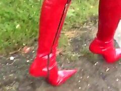 چکمه پ, چکمه قرمز, كرستان, قرمزي, بوت احمر, ام احمر