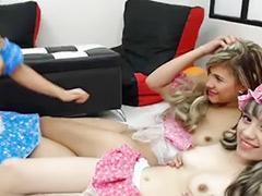 Genç kızlar lezbiyen