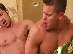 肌肉男肛交, 肌肉男性交, 男洗澡