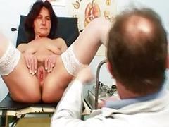 女人阴部, 多毛的女人, 医生手淫