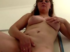 With moms, With mom, Natural mom, Natural amateur, Milf fingering, Masturbating mom