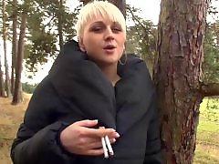 Blond smoking, Smoking