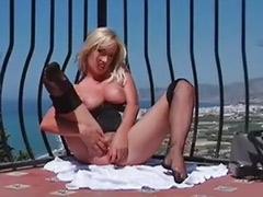 Solo lingerie babes, Outdoor lingerie
