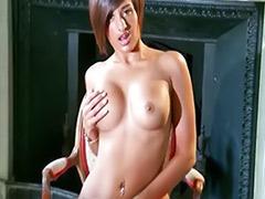 Young solo, Priya