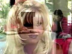 Блондинка с большими, С пизды