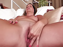 Mature pussy solo