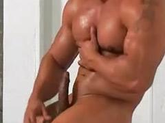 근육자위, 보디빌딩, 보디빌더