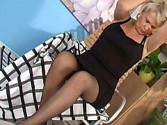 黑丝袜, 熟女乳头