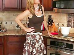 Jodi, In kitchen, Kitchen, Kitchen, Jodie