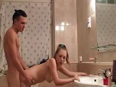 Adolescente en el baño