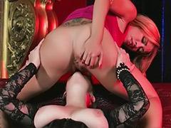 Konulu lezbiyen sex, Boşalan sexi lezbiyenler, Lezbiyen büyük meme yalama