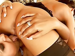 Lesbianas beso negro